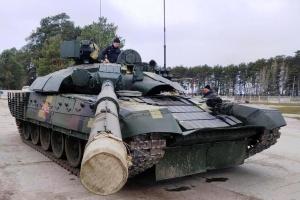 """На полігоні """"Десна"""" тестують модернізований танк Т-72"""