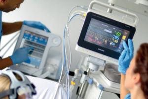 Лікарні Тернополя отримали від благодійника 23 монітори пацієнта