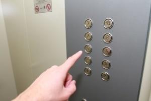 Столична влада не планує відключати ліфти у будинках