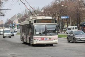 В Запорожье пользоваться общественным транспортом можно только по спецпропускам