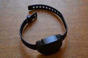 У Південній Кореї хочуть контролювати самоізоляцію електронними браслетами