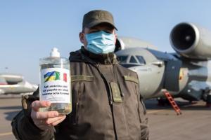 Україна передала Італії п'ять тонн дезинфікуючих засобів