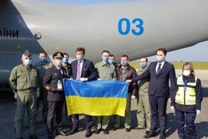 Український літак з гуманітарною допомогою прибув до Італії