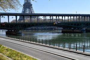 """Париж оголосили """"червоною"""" зоною через COVID-19"""