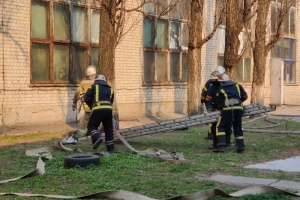 Пожар на складе в Киеве погасили