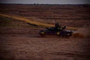 Морская пехота провела танковые учения с ночными стрельбами