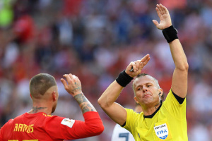 Правила футболу: нові трактування гри рукою і офсайду