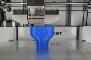 Винницкие волонтеры начали печатать на 3D принтере распределители для аппаратов ИВЛ