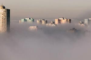 «Желтый» уровень опасности: синоптики предупреждают о густых туманах