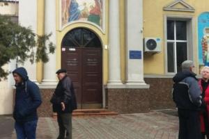 Священника ПЦУ, подравшегося с прихожанами в одесском храме, могут лишить сана