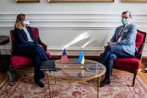 Очільниця посольства США і глава МЗС України обговорили співпрацю між країнами