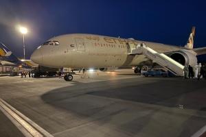 """У """"Борисполі"""" приземлився літак з ОАЕ з гуманітарним вантажем медичного призначення"""