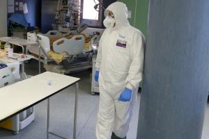 В МЗС повідомили, скільки українців наразі хворіють на COVID-19 за кордоном