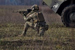 Окупанти минулої доби 17 разів обстріляли українські позиції на сході