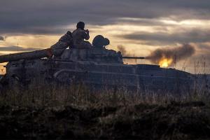Ocupantes disparan contra las posiciones de las Fuerzas Armadas cerca de Mayorske y Kamyanka