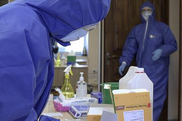 У Маріуполі перевірять майже тисячу працівників лікарні, де заразилися 19 медиків