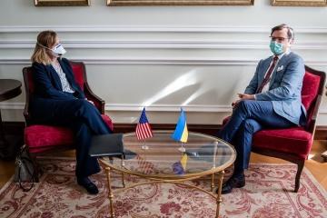 Kuleba delibera con la encargada de negocios de EE. UU. sobre la cooperación bilateral
