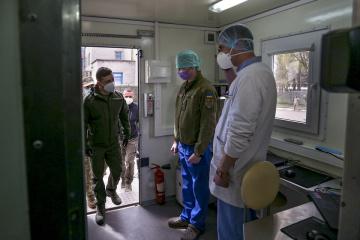 Volodymyr Zelensky a visité un hôpital mobile militaire dans la région de Donetsk