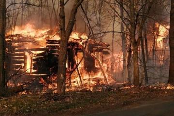 Tchornobyl: Les pompiers n'arrivent pas à maîtriser le feu