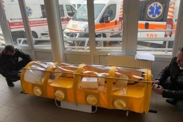 Compresor y filtros para desinfección: Crean una cápsula para trasladar pacientes en Ucrania