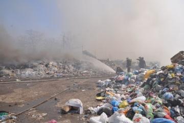 У Кропивницькому півтори доби гасили пожежу на звалищі
