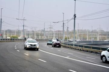 На греблі ДніпроГЕС унаслідок вібрації руйнується дорожнє покриття - Укргідроенерго