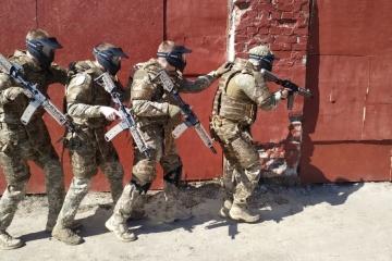 ウクライナ軍、新しい防弾ベストをテスト