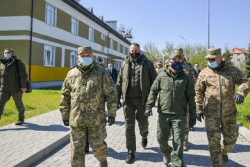 Zelensky attends military exercises in Zakarpattia region