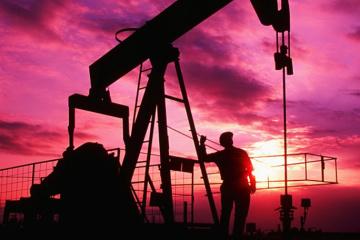 Нефть дешевеет на фоне роста запасов бензина в США