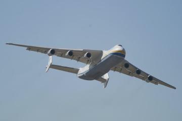 """Antonow AN-225: """"Mrija"""" bringt 111 Tonnen medizinischer Ausrüstung in die Ukraine"""