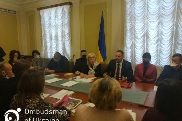 Andrij Jermak trifft sich mit Familienangehörigen von Gefangenen