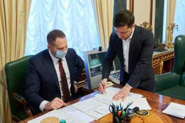 Zelensky firma la ley sobre la venta de tierras agrícolas