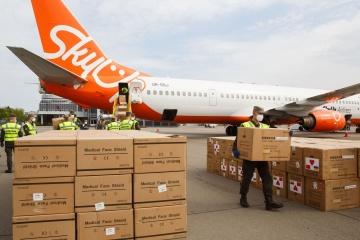 Flugzeug mit Schutzausrüstung für Ärzte landet in Boryspil
