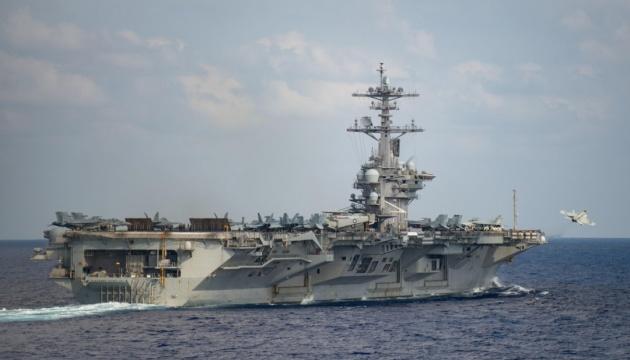 На борту американського авіаносця понад 100 моряків заразились коронавірусом