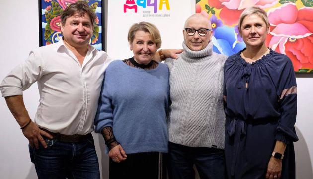 Родина художниці з діаспори підтримала київський центр для онкохворих дітей