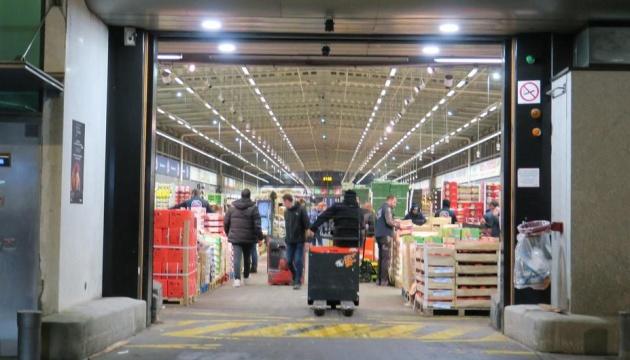 Продуктовий склад під Парижем переоблаштовують на морг