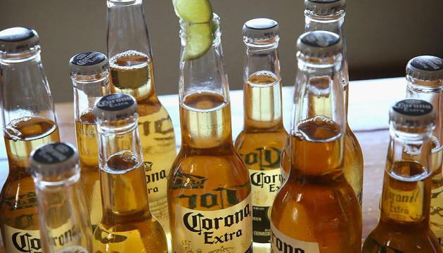 Производитель пива Corona приостанавливает работу из-за COVID-19