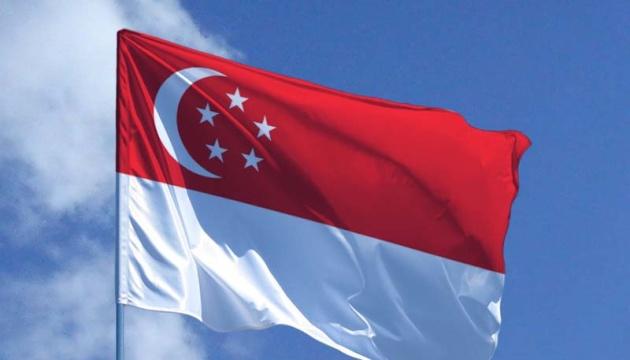 Сингапур усиливает ограничения на путешествия из-за новых штаммов COVID-19