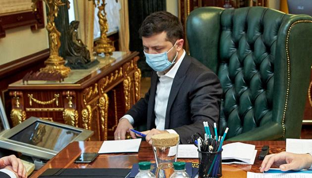 Zełenskiego pozytywnie ocenia około 44% Ukraińców