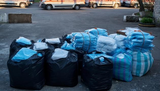 Медики на Донеччині отримали 700 захисних костюмів