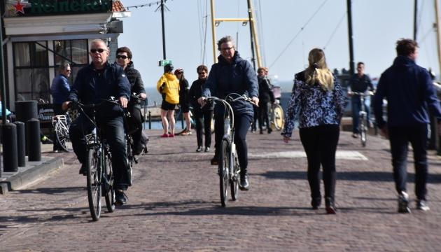 У Нідерландах міністр із поліцією перевіряв, чи дотримуються люди карантину