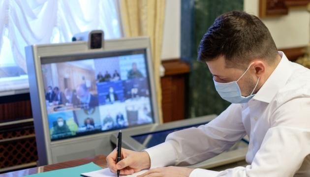 Україна починає виготовляти власні тест-системи ПЛР - Зеленський