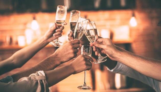 Французи на карантині стали вдвічі менше пити шампанське
