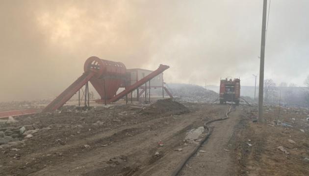Біля Новояворівська на Львівщині спалахнуло сміттєзвалище