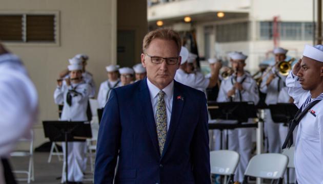 Голова ВМС США пішов у відставку на тлі
