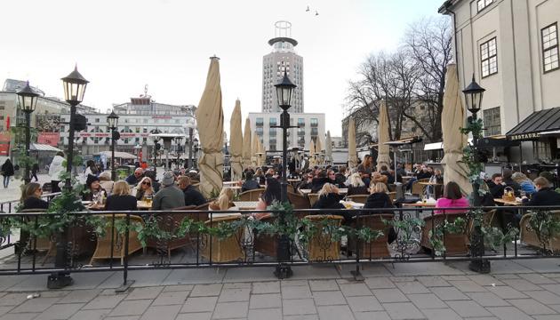 Швеція посилює карантин: ресторани зачинятимуться раніше