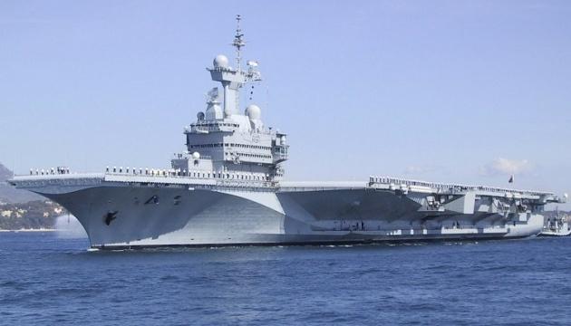 У экипажа французского авианосца