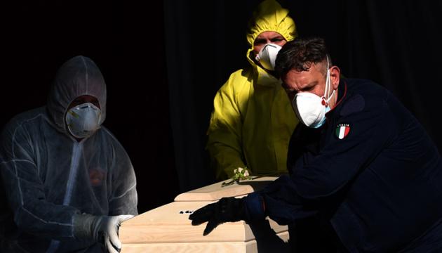 В Італії зросла добова смертність від COVID-19