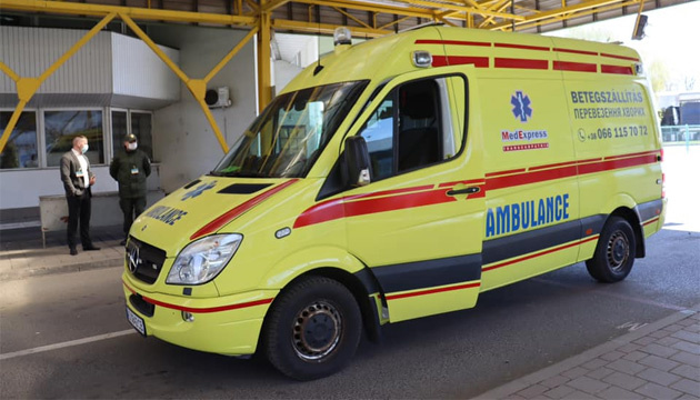Двух украинцев, пострадавших в аварии под Будапештом, привезли в Украину