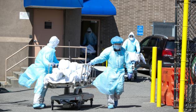 У США людські втрати від коронавірусу перевищили 100 тисяч
